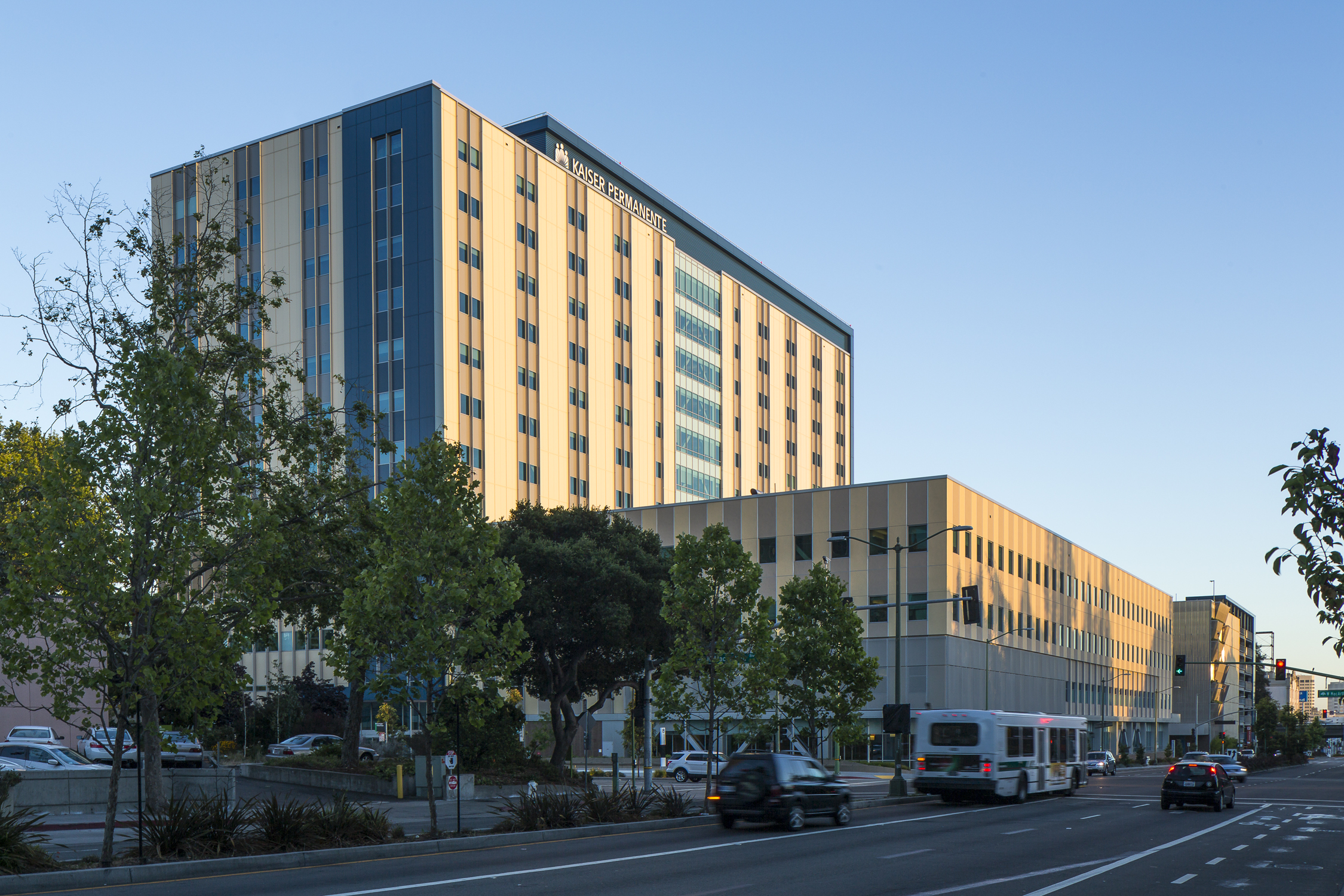 Kaiser Permanente, Specialty Medical Office Building